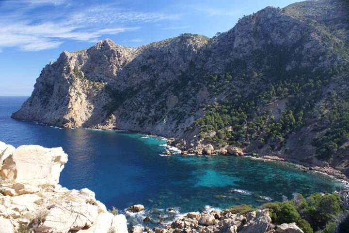 fishingtripmajorca.co.uk boat trips to Cala Basset in Majorca